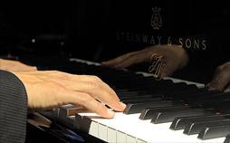 Maurizio Pollini spielt Brahms Klavierkonzert Nr. 1   TV-Programm von arte