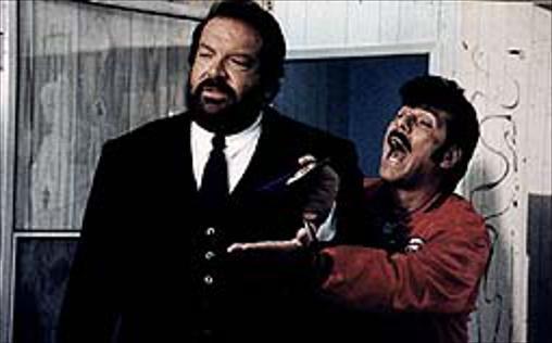 Bud, der Ganovenschreck   Vorzeige-Bulle Alan Parker (Bud Spencer) hat schon so manchen Ganoven hinter Schloss und Riegel gebracht und ist momentan auf der Jagd nach Tony Roma (Tomas Milian), der ein paar älteren Damen wertvolle Schmuckstücke gestohlen hat, nachdem er sich zuvor bei ihnen eingeschmeichelt hat... Tony beobachtet derweil auf seiner Flucht vor der Polizei einen Mafia-Mord und geht wenig später Alan in die Falle. Der Langfinder berichtet dem Super-Bullen nun von dem eiskalten Verbrechen, doch der hält das Ganze zunächst für ein Märchen... Aberwitzige Hau-drauf-Komödie mit Bud Spencer!